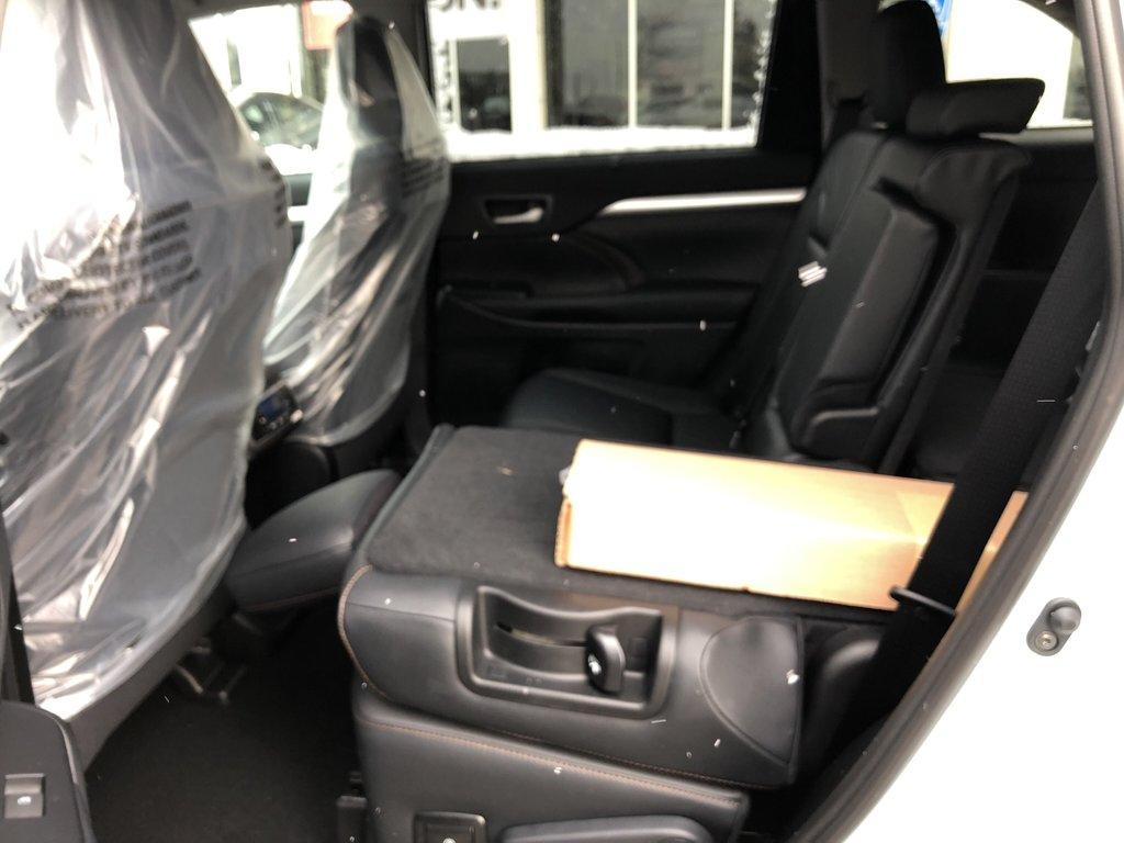 2019 Toyota Highlander XLE in Bolton, Ontario - 12 - w1024h768px