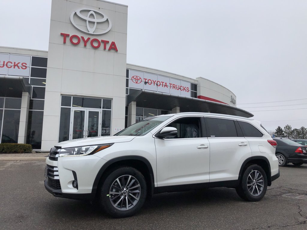 2019 Toyota Highlander XLE in Bolton, Ontario - 1 - w1024h768px