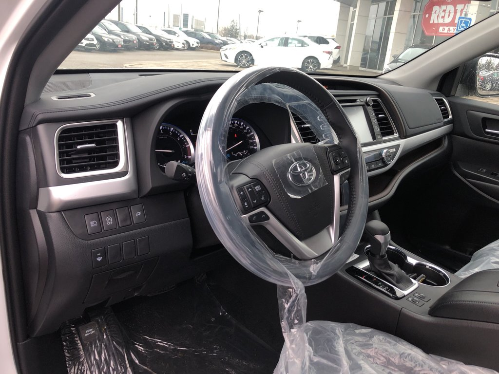 2019 Toyota Highlander XLE in Bolton, Ontario - 11 - w1024h768px