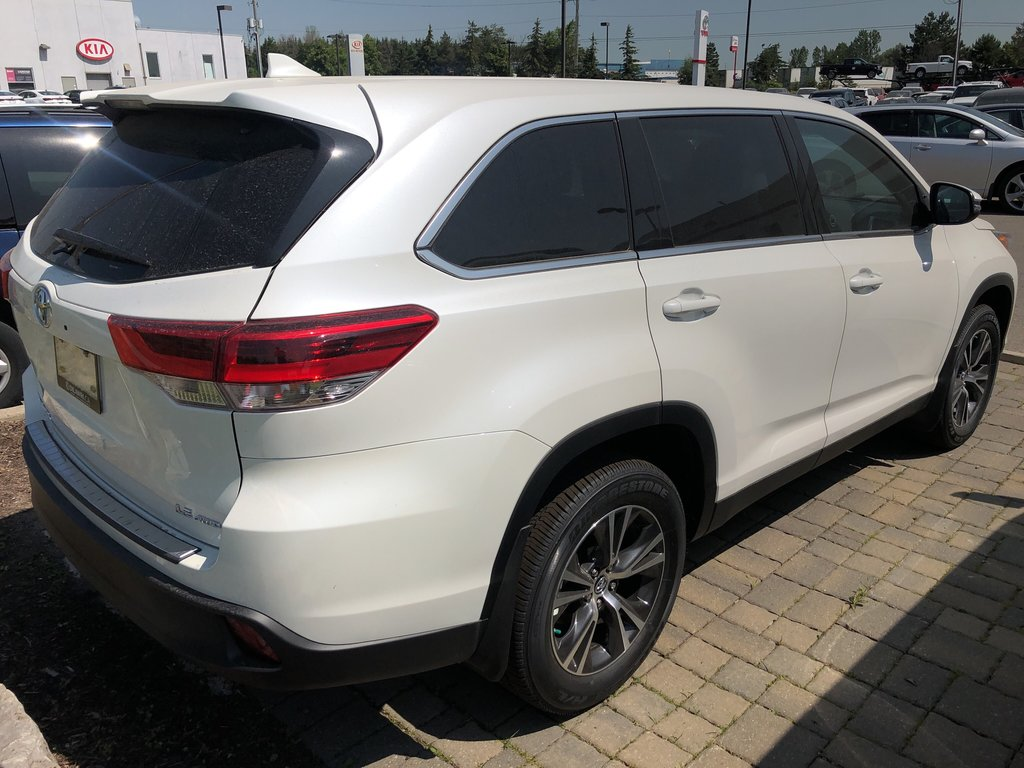 2019 Toyota Highlander LE in Bolton, Ontario - 4 - w1024h768px