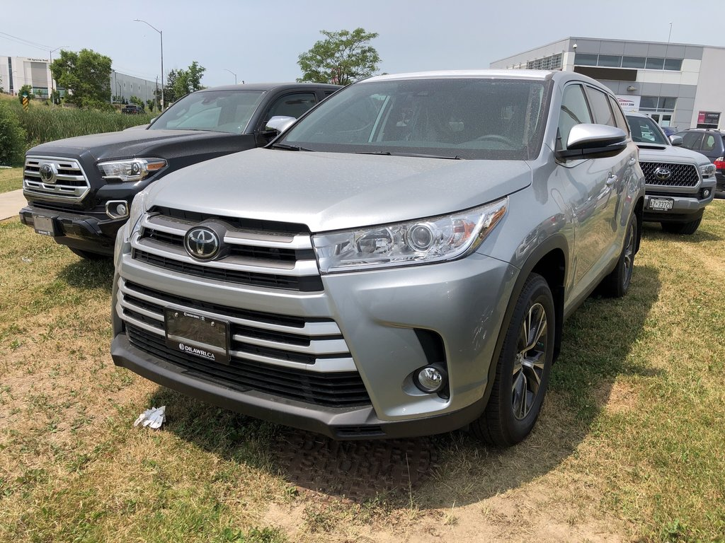 2019 Toyota Highlander LE in Bolton, Ontario - 1 - w1024h768px