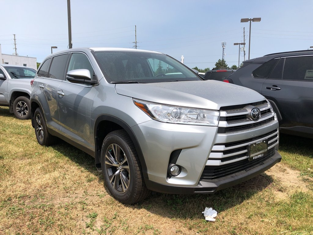 2019 Toyota Highlander LE in Bolton, Ontario - 3 - w1024h768px