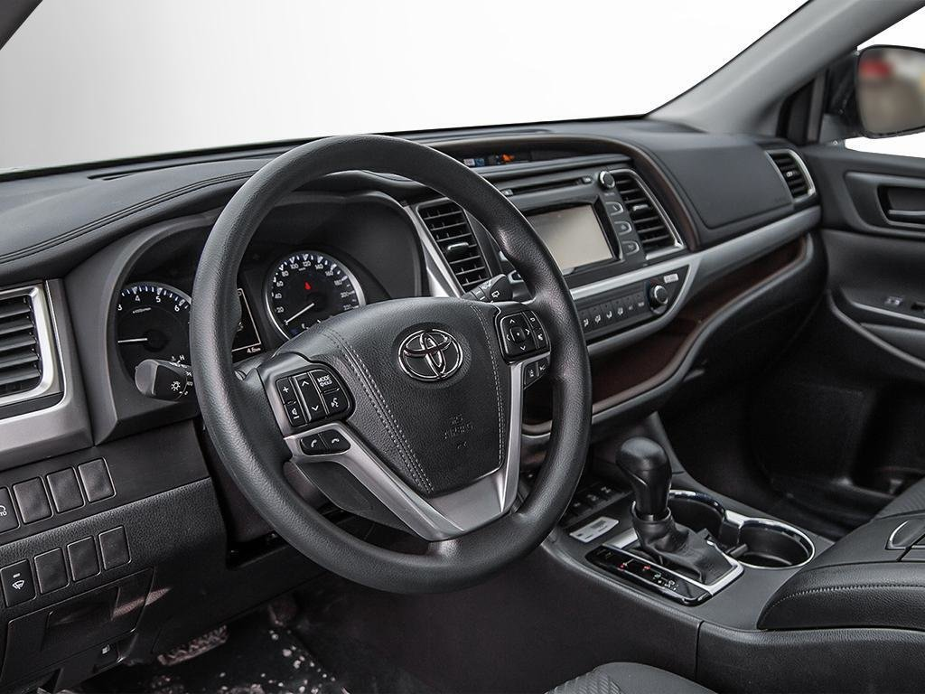 Toyota Highlander LE AWD 2019 à Verdun, Québec - 12 - w1024h768px