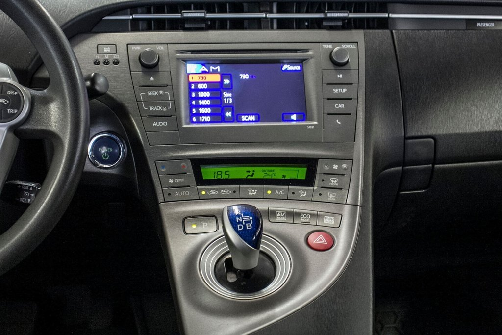 2014 Toyota Prius Hybride  Caméra Recul / Bluetooth / A/C in Verdun, Quebec - 15 - w1024h768px