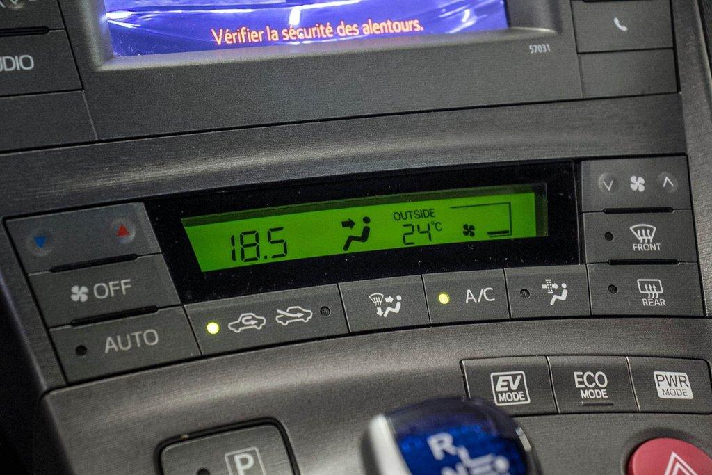 2014 Toyota Prius Hybride  Caméra Recul / Bluetooth / A/C in Verdun, Quebec - 21 - w1024h768px