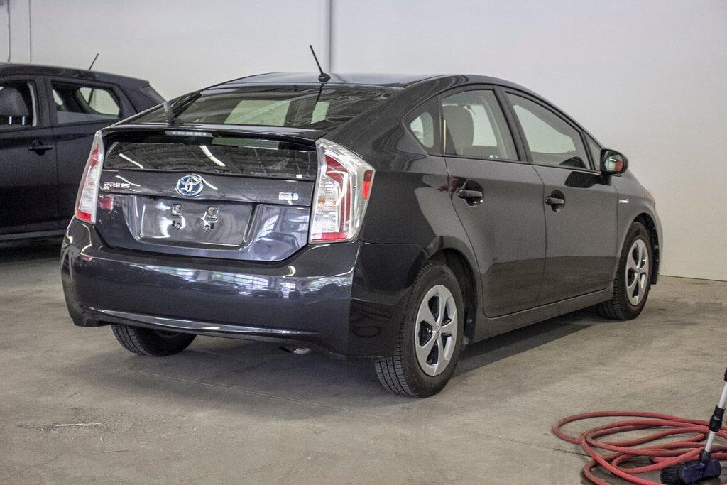 2014 Toyota Prius Hybride  Caméra Recul / Bluetooth / A/C in Verdun, Quebec - 9 - w1024h768px