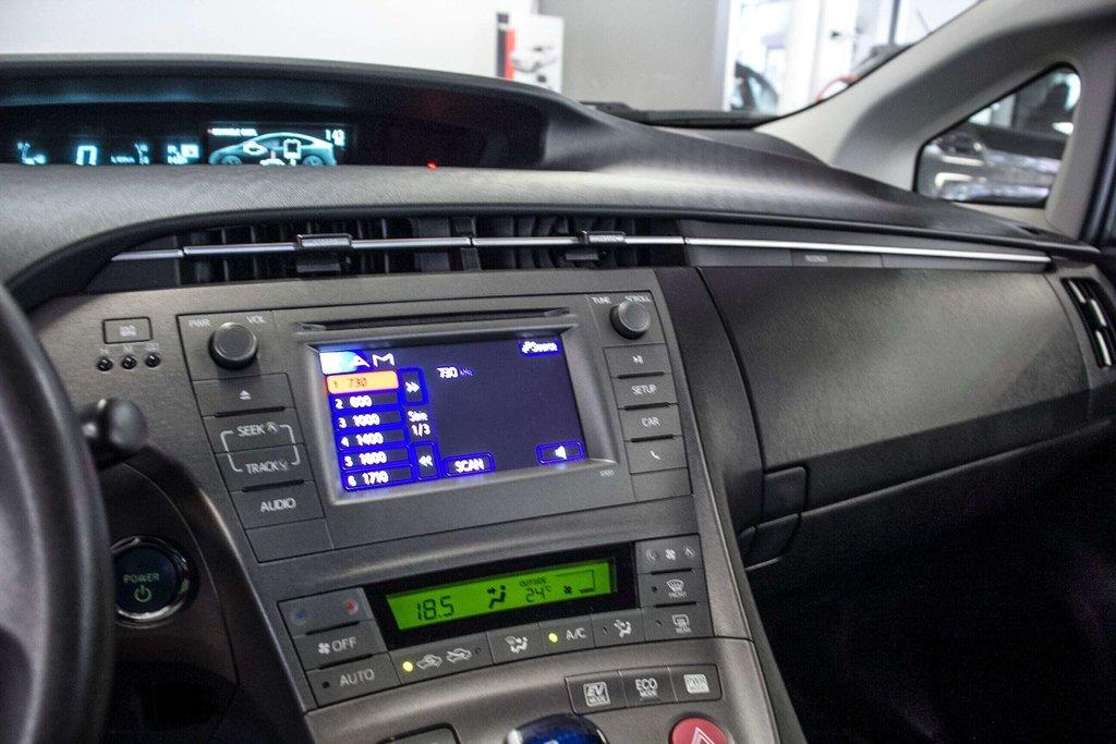2014 Toyota Prius Hybride  Caméra Recul / Bluetooth / A/C in Verdun, Quebec - 22 - w1024h768px