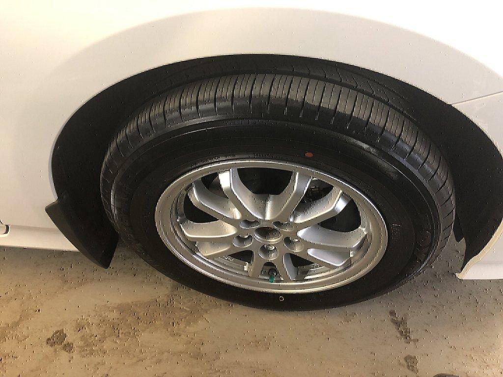 Toyota Prius PRIUS - AWD-e 2019 à Verdun, Québec - 4 - w1024h768px