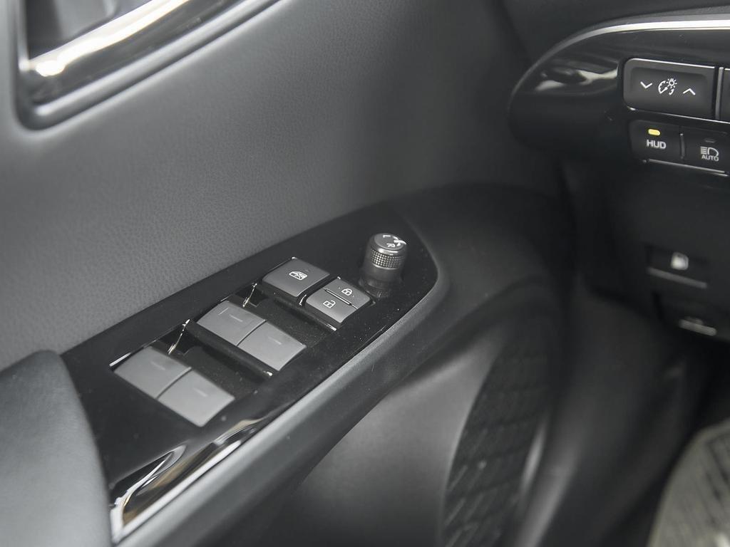 Toyota Prius PRIUS TECHNOLOGY - AWD-e 2019 à Verdun, Québec - 16 - w1024h768px