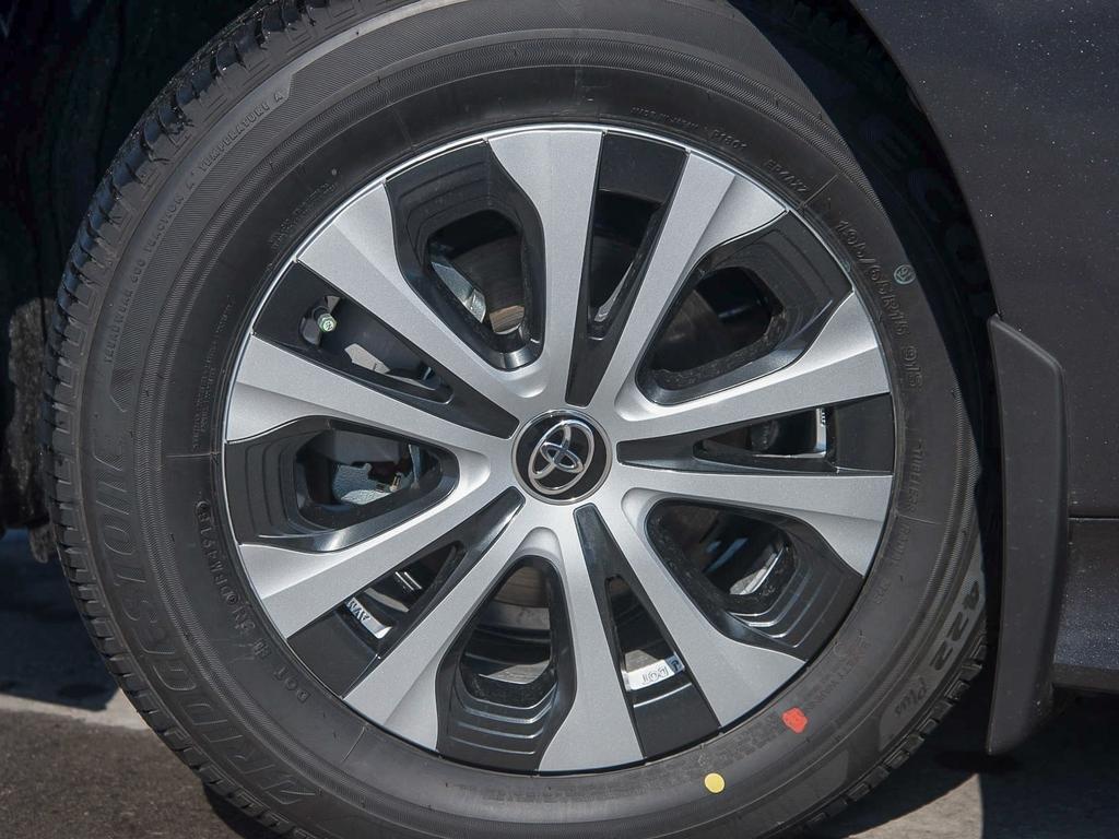Toyota Prius Technology AWD-e CVT 2019 à Verdun, Québec - 8 - w1024h768px