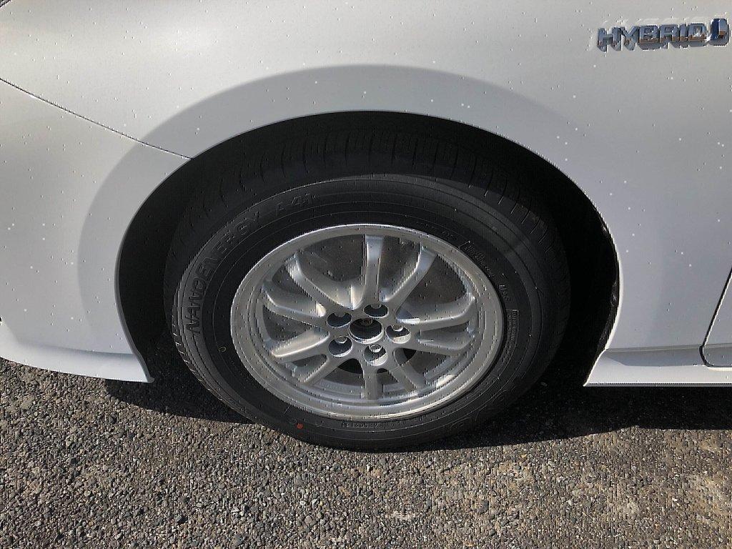 Toyota Prius 5-door Liftback CVT 2019 à Verdun, Québec - 4 - w1024h768px