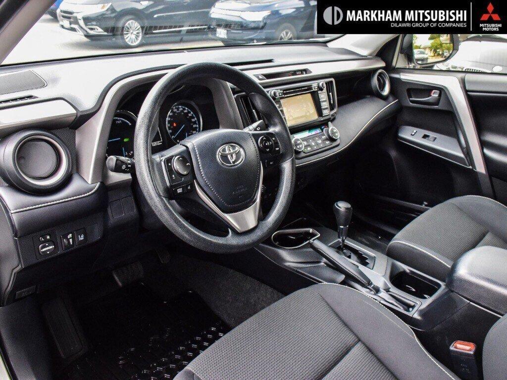 2018 Toyota RAV4 Hybrid LE+ in Markham, Ontario - 10 - w1024h768px