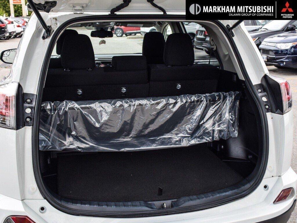 2018 Toyota RAV4 Hybrid LE+ in Markham, Ontario - 23 - w1024h768px