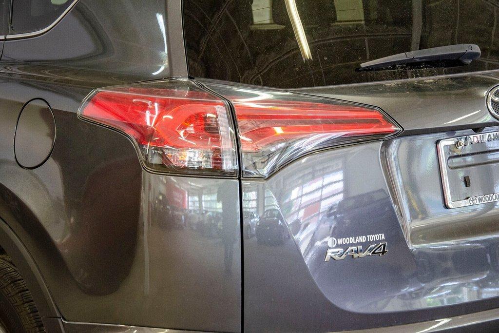 Toyota RAV4 LE / Bluetooth/Caméra/Banc chauffants/A/c et plus 2017 à Verdun, Québec - 32 - w1024h768px