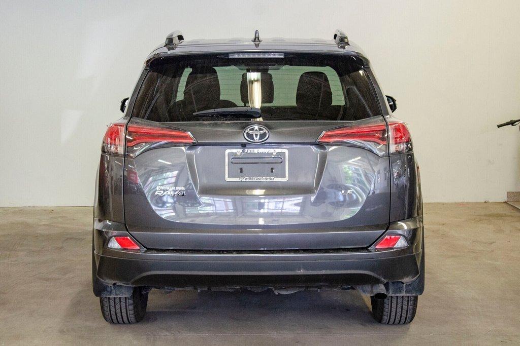 Toyota RAV4 LE / Bluetooth/Caméra/Banc chauffants/A/c et plus 2017 à Verdun, Québec - 11 - w1024h768px