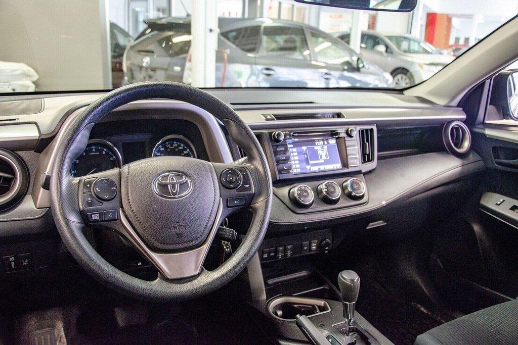Toyota RAV4 LE / Bluetooth/Caméra/Banc chauffants/A/c et plus 2017 à Verdun, Québec - 15 - w1024h768px