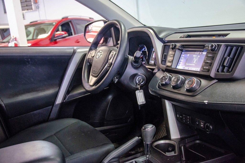 Toyota RAV4 LE / Bluetooth/Caméra/Banc chauffants/A/c et plus 2017 à Verdun, Québec - 26 - w1024h768px