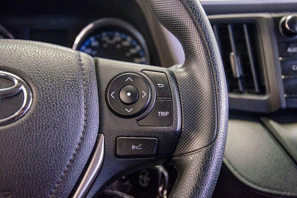 Toyota RAV4 LE / Bluetooth/Caméra/Banc chauffants/A/c et plus 2017 à Verdun, Québec - 21 - w1024h768px