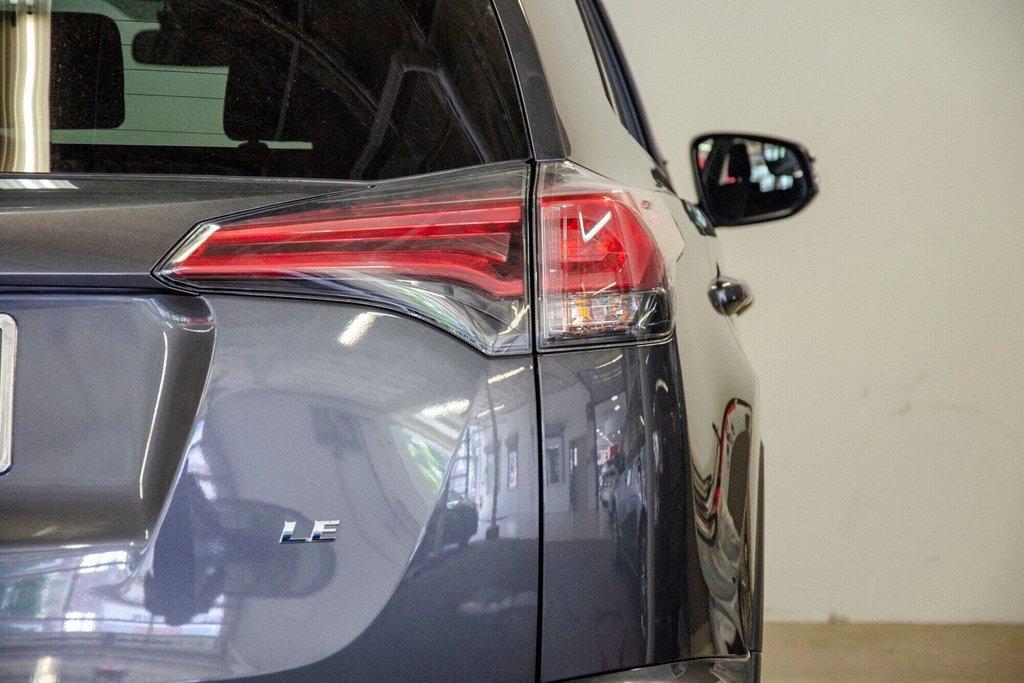 Toyota RAV4 LE / Bluetooth/Caméra/Banc chauffants/A/c et plus 2017 à Verdun, Québec - 34 - w1024h768px
