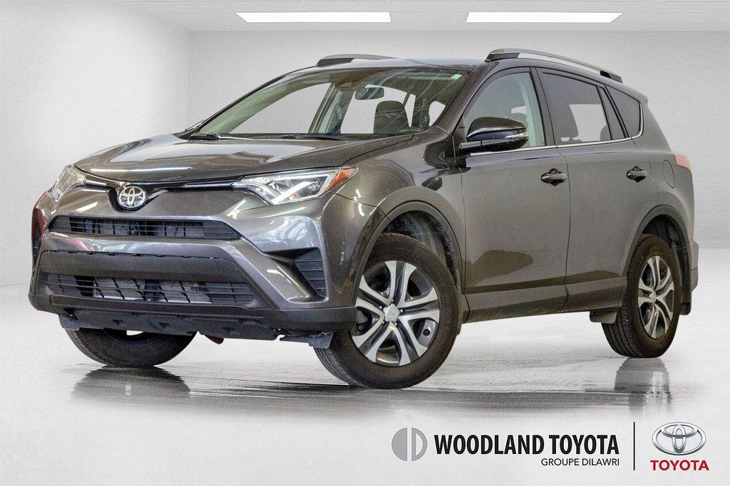 Toyota RAV4 LE / Bluetooth/Caméra/Banc chauffants/A/c et plus 2017 à Verdun, Québec - 1 - w1024h768px