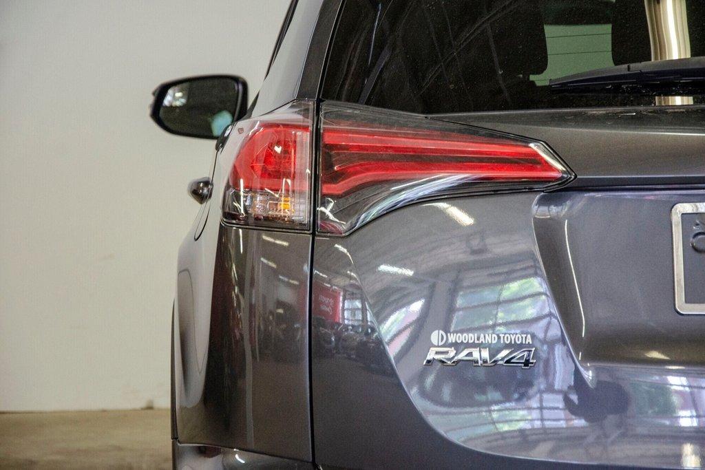 Toyota RAV4 LE / Bluetooth/Caméra/Banc chauffants/A/c et plus 2017 à Verdun, Québec - 33 - w1024h768px