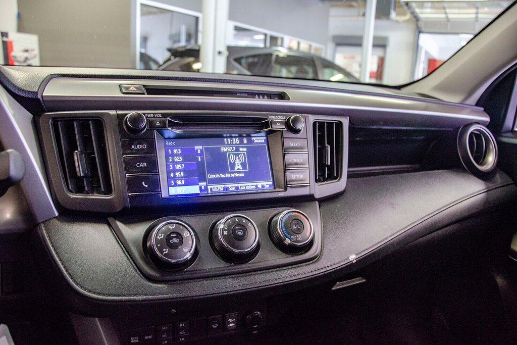 Toyota RAV4 LE / Bluetooth/Caméra/Banc chauffants/A/c et plus 2017 à Verdun, Québec - 23 - w1024h768px