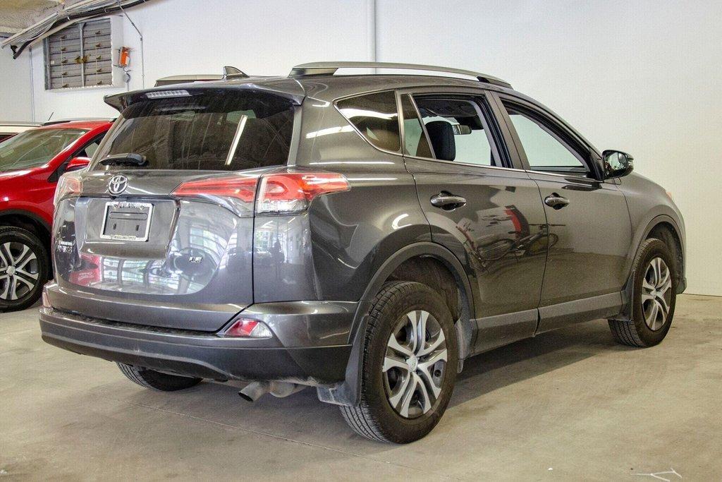 Toyota RAV4 LE / Bluetooth/Caméra/Banc chauffants/A/c et plus 2017 à Verdun, Québec - 9 - w1024h768px