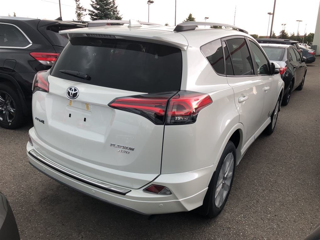 2018 Toyota RAV4 Limited in Bolton, Ontario - 5 - w1024h768px