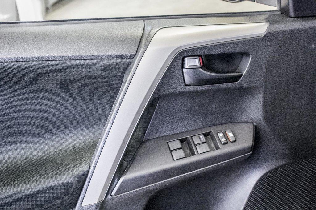 Toyota RAV4 LE/ AWD /Bluetooth / Caméra / Sièges Chauffants 2018 à Verdun, Québec - 33 - w1024h768px