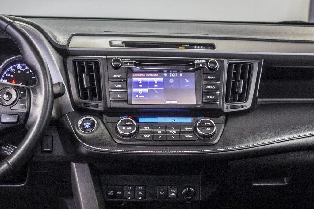 2018 Toyota RAV4 XLE/AWD/Toit ouvrant / Caméra / Bluetooth/ in Verdun, Quebec - 18 - w1024h768px