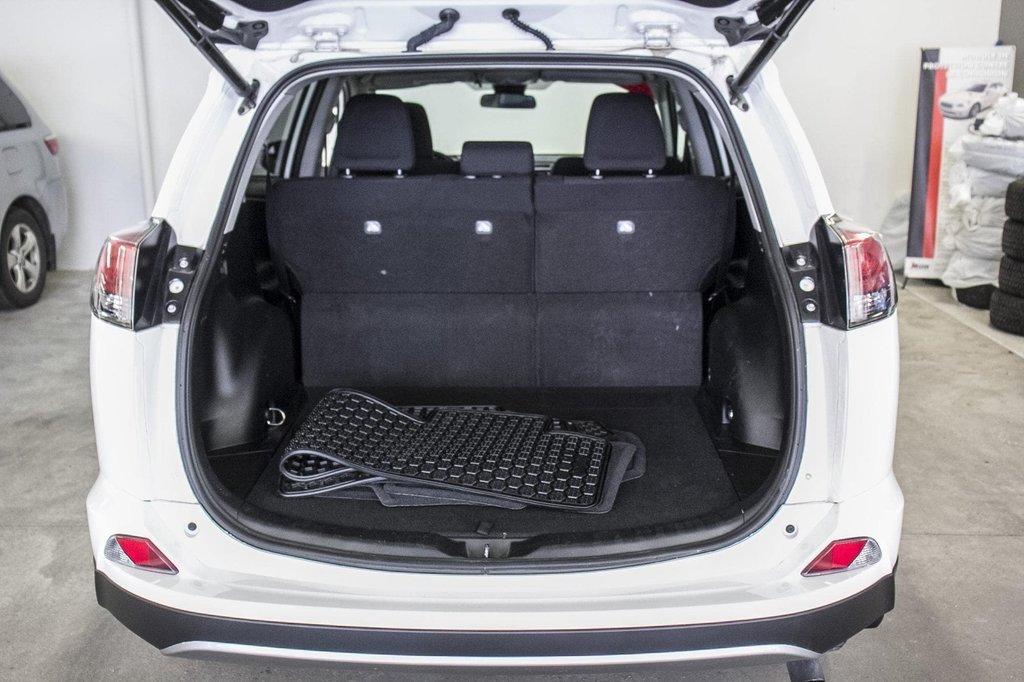 2018 Toyota RAV4 XLE/AWD/Toit ouvrant / Caméra / Bluetooth/ in Verdun, Quebec - 36 - w1024h768px