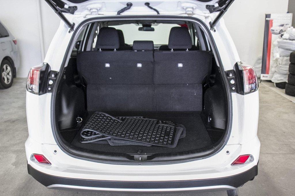 Toyota RAV4 XLE/AWD/Toit ouvrant / Caméra / Bluetooth/ 2018 à Verdun, Québec - 36 - w1024h768px