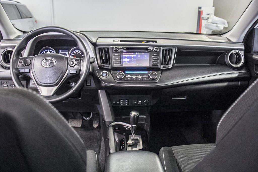 Toyota RAV4 XLE/AWD/Toit ouvrant / Caméra / Bluetooth/ 2018 à Verdun, Québec - 30 - w1024h768px