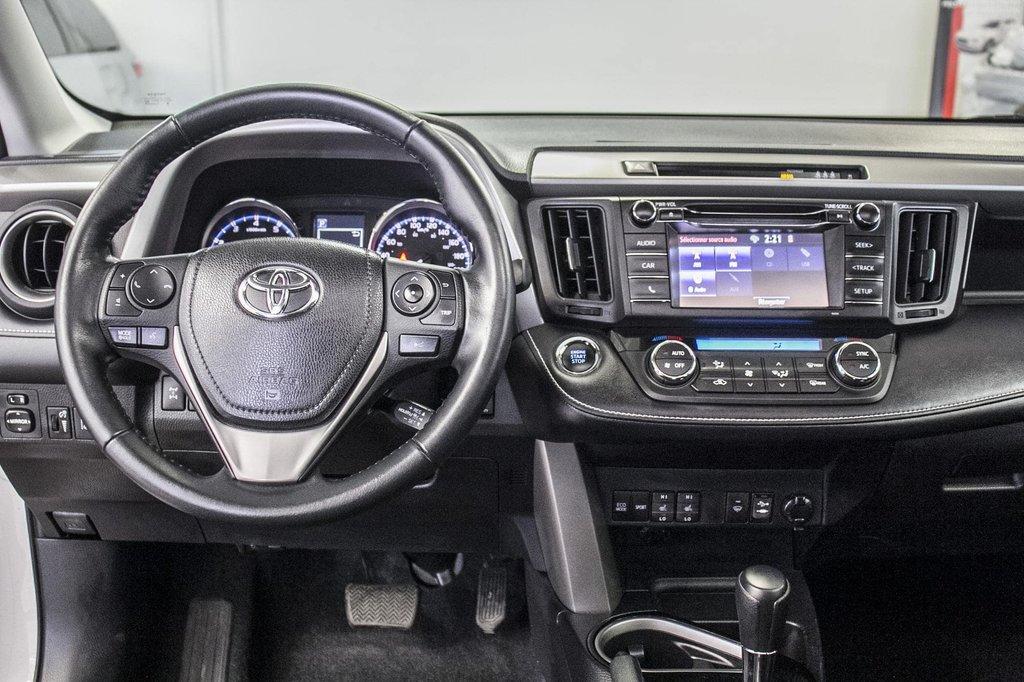 Toyota RAV4 XLE/AWD/Toit ouvrant / Caméra / Bluetooth/ 2018 à Verdun, Québec - 17 - w1024h768px