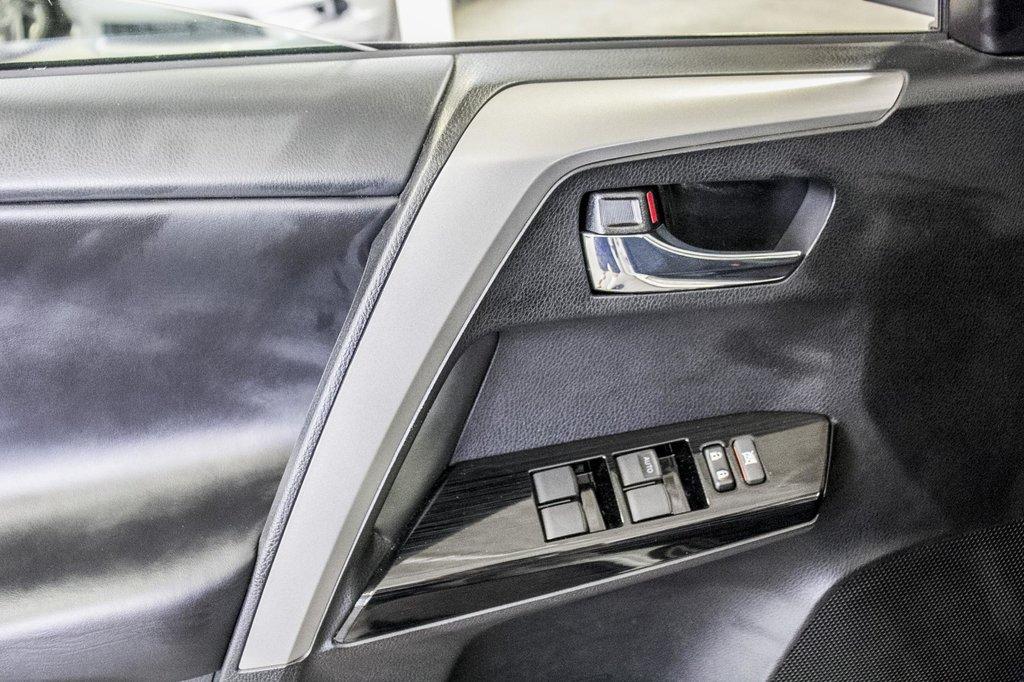 Toyota RAV4 XLE/AWD/Toit ouvrant / Caméra / Bluetooth/ 2018 à Verdun, Québec - 34 - w1024h768px