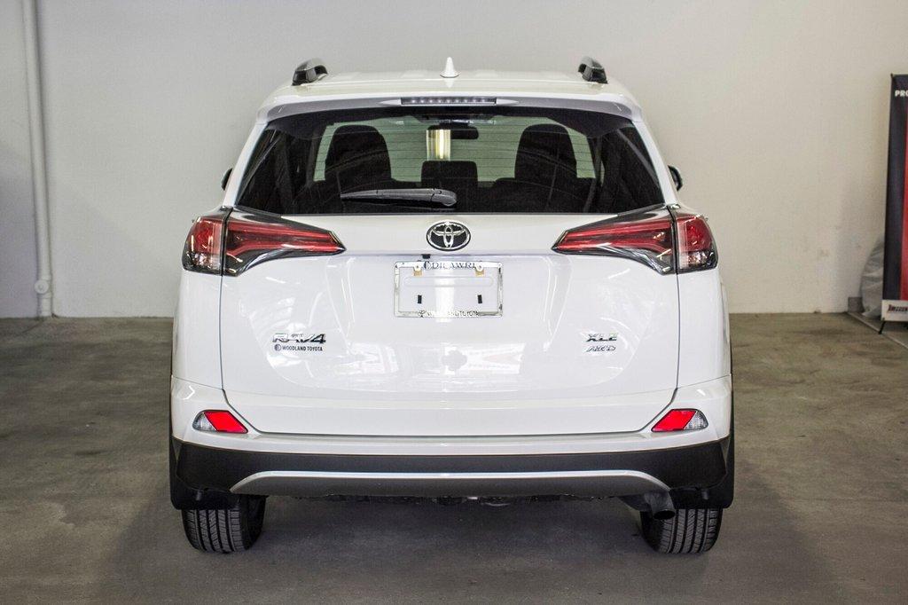 2018 Toyota RAV4 XLE/AWD/Toit ouvrant / Caméra / Bluetooth/ in Verdun, Quebec - 11 - w1024h768px