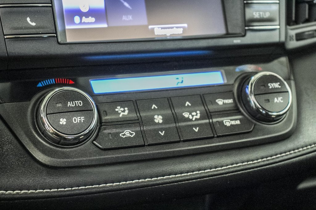 Toyota RAV4 XLE/AWD/Toit ouvrant / Caméra / Bluetooth/ 2018 à Verdun, Québec - 24 - w1024h768px