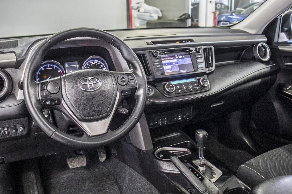Toyota RAV4 XLE/AWD/Toit ouvrant / Caméra / Bluetooth/ 2018 à Verdun, Québec - 15 - w1024h768px