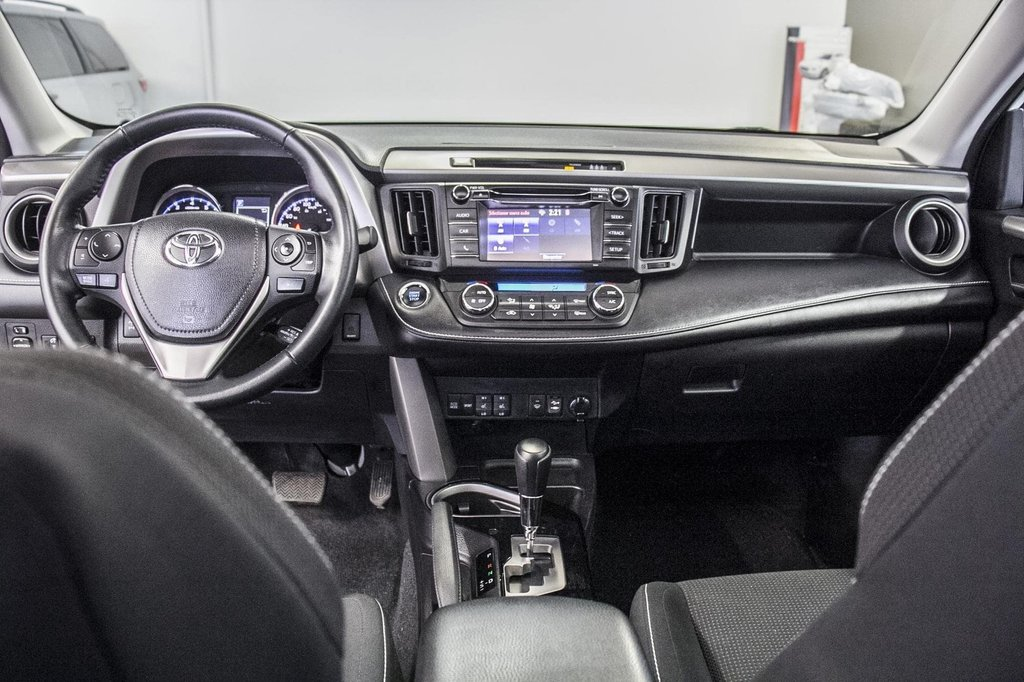 2018 Toyota RAV4 XLE/AWD/Toit ouvrant / Caméra / Bluetooth/ in Verdun, Quebec - 30 - w1024h768px