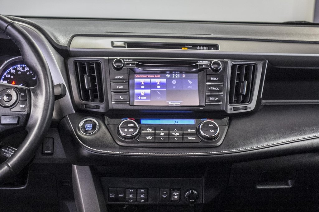 Toyota RAV4 XLE/AWD/Toit ouvrant / Caméra / Bluetooth/ 2018 à Verdun, Québec - 18 - w1024h768px