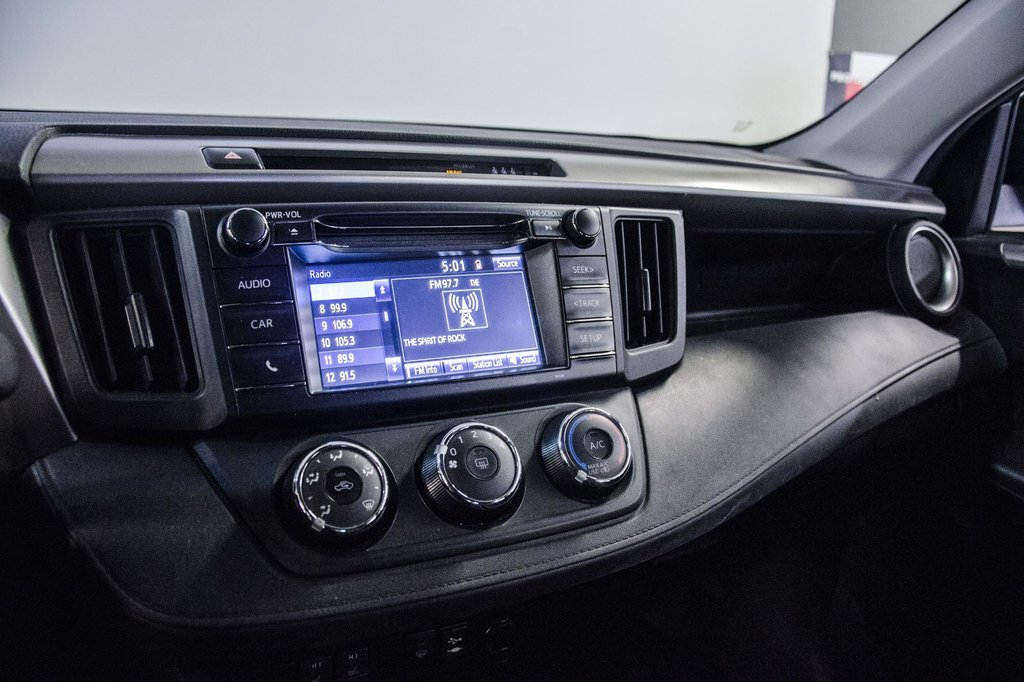 2018 Toyota RAV4 LE/ Awd / Bluetooth / Sièges chauffants ++ in Verdun, Quebec - 22 - w1024h768px