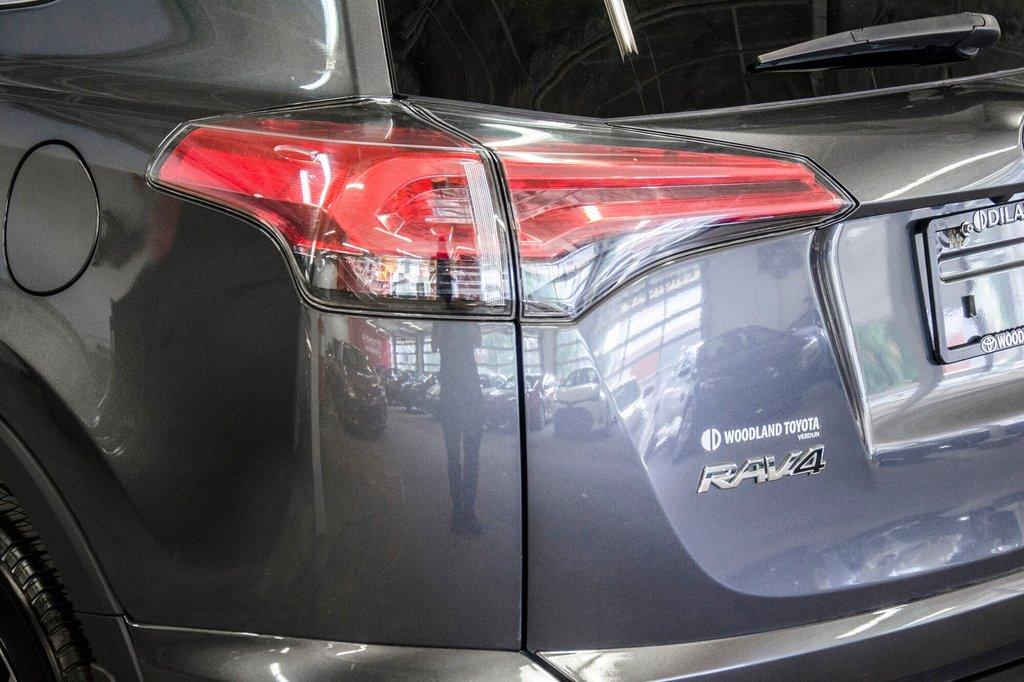 2018 Toyota RAV4 LE/ Awd / Bluetooth / Sièges chauffants ++ in Verdun, Quebec - 31 - w1024h768px