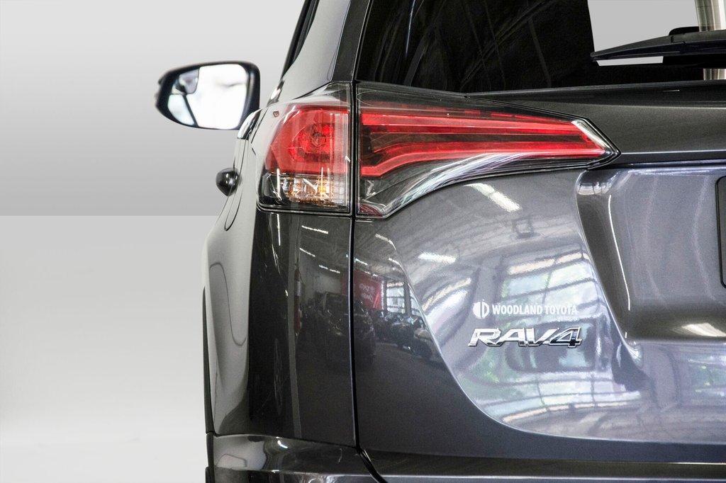 2018 Toyota RAV4 LE/ Awd / Bluetooth / Sièges chauffants ++ in Verdun, Quebec - 28 - w1024h768px