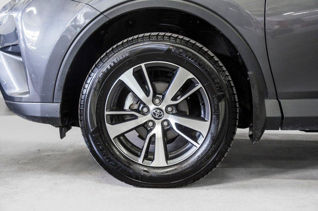 2018 Toyota RAV4 LE/ Awd / Bluetooth / Sièges chauffants ++ in Verdun, Quebec - 33 - w1024h768px