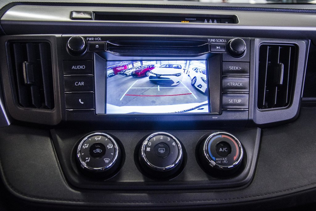 2018 Toyota RAV4 AWD / Caméra Recul / Mags / Bluetooth in Verdun, Quebec - 13 - w1024h768px