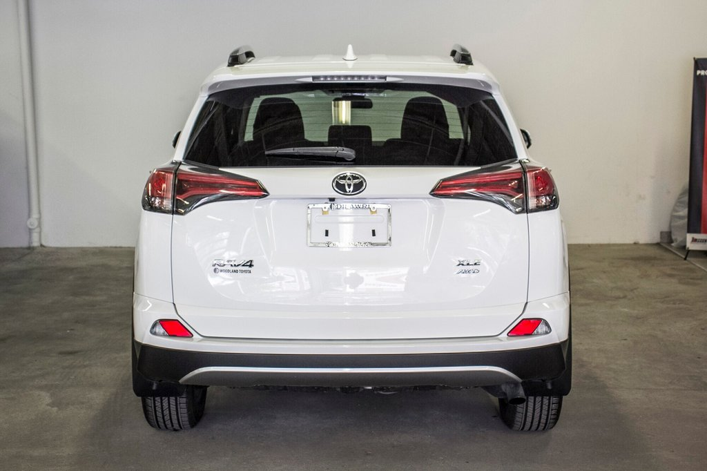 2018 Toyota RAV4 AWD XLE in Verdun, Quebec - 11 - w1024h768px