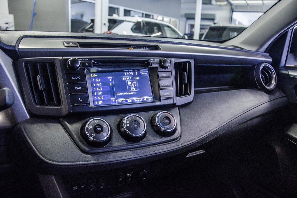 Toyota RAV4 AWD LE 2018 à Verdun, Québec - 11 - w1024h768px