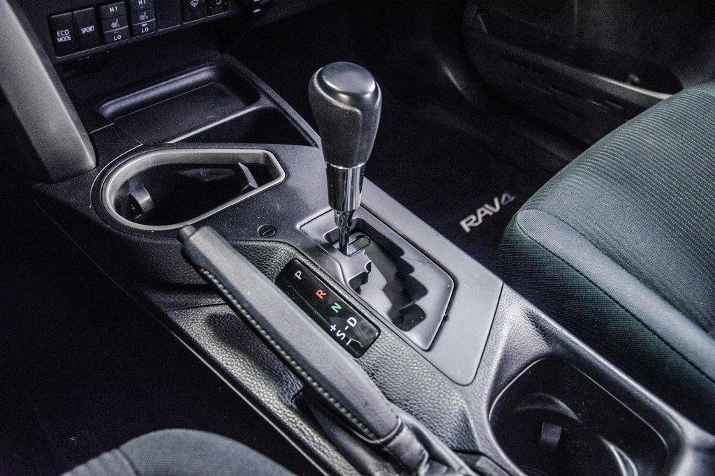 Toyota RAV4 AWD LE 2018 à Verdun, Québec - 14 - w1024h768px