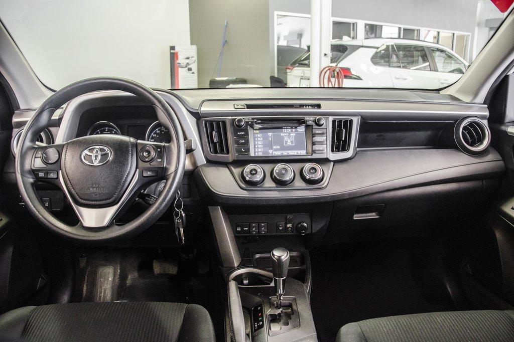 Toyota RAV4 AWD LE 2018 à Verdun, Québec - 15 - w1024h768px