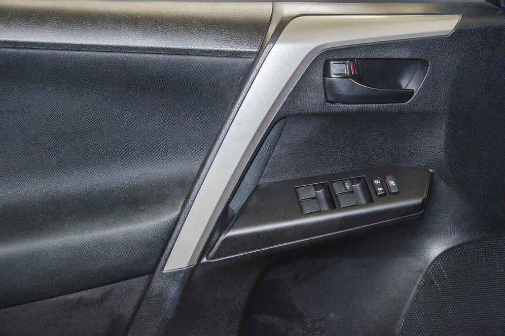 Toyota RAV4 AWD LE 2018 à Verdun, Québec - 18 - w1024h768px